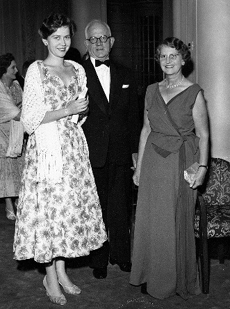 Bill Olley with wife Elsie and daughter Audrey